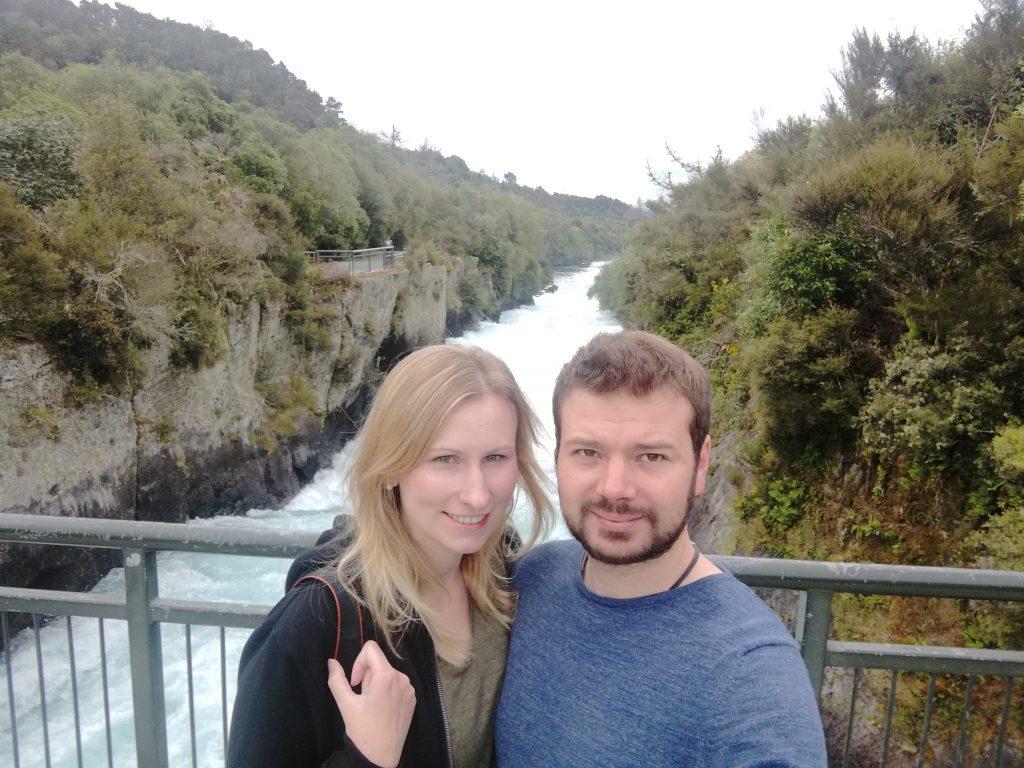 Eisblaues Wasser an den Huka Falls