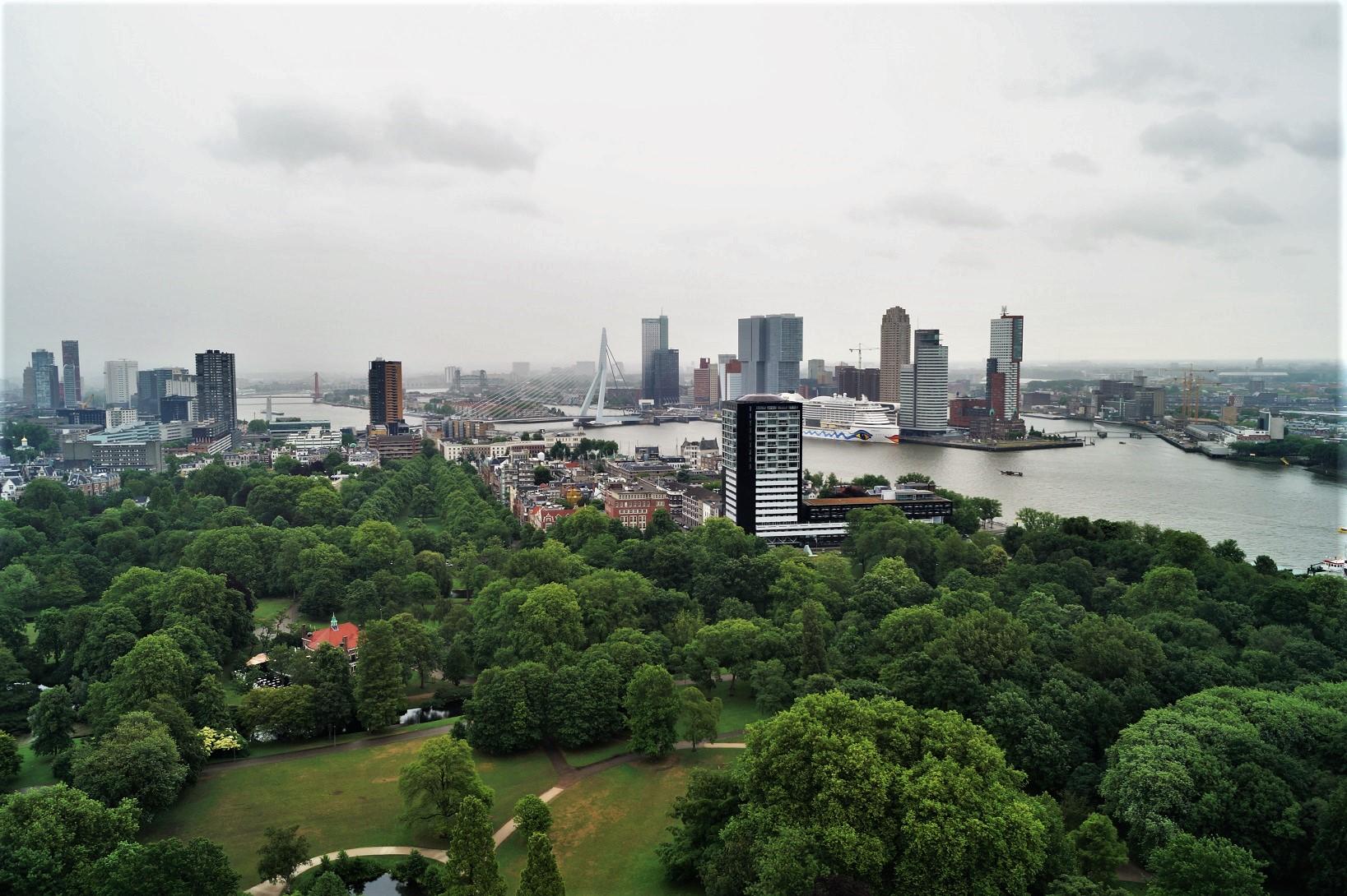 Auch vom Euromast in Rotterdam ist die Aida gut zu sehen