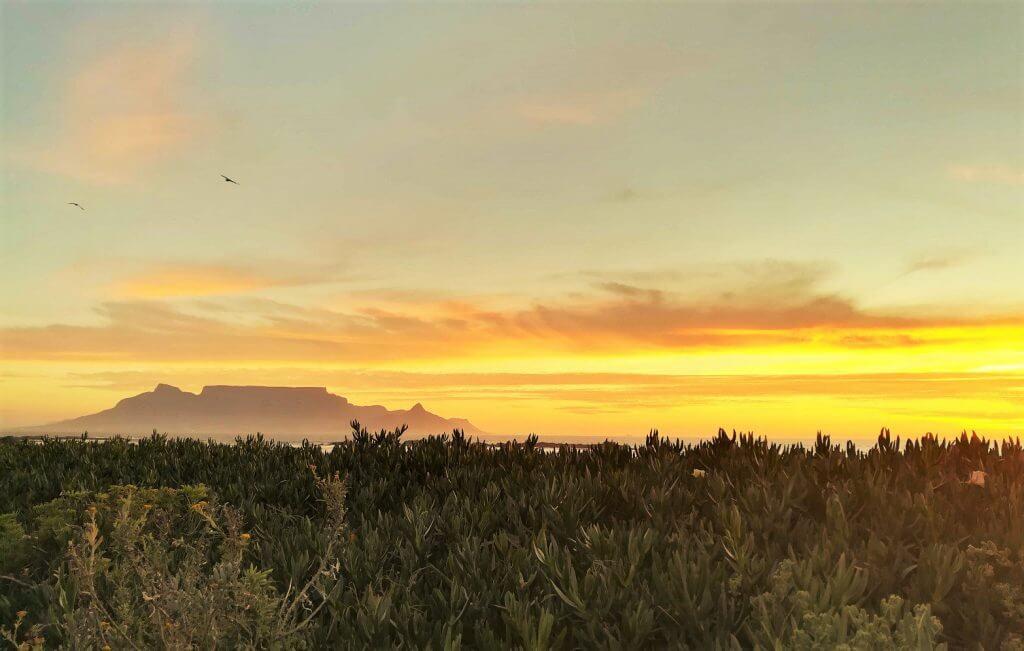 Sonnenuntergang mit Blick auf den Tafelberg
