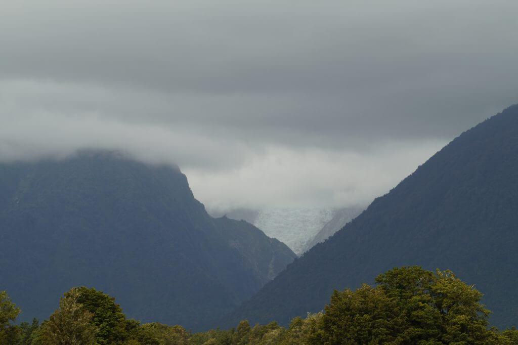 Der Blick auf den wolkenverhangenen Fox-Glacier