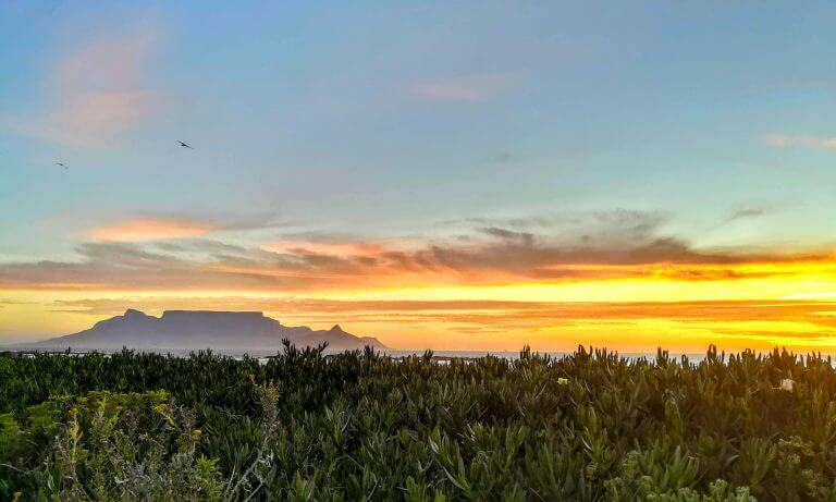 Sonnenuntergang am Bloubergstrand in Kapstadt