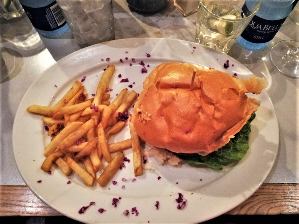 Burger in der Royale Eatery
